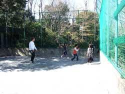 場所を移して近くの運動場へ ボール遊びで身体を思いっきり動かしました